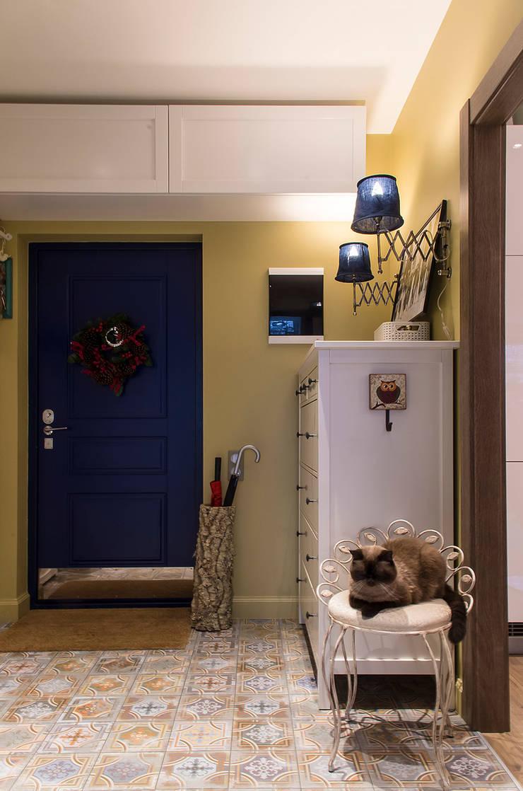 Квартира в ЖК Новая Скандинавия: Коридор и прихожая в . Автор – projectorstudio
