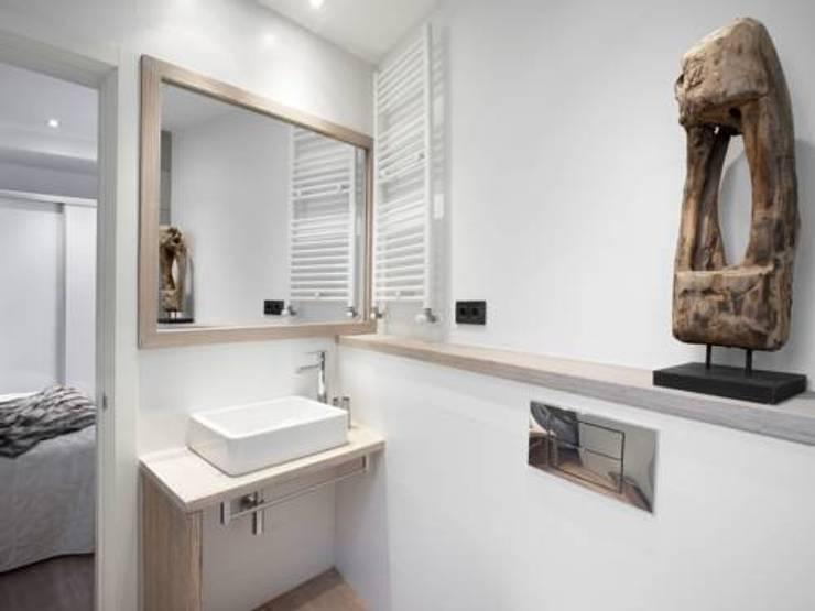 baño:  de estilo  de ECM Interiorismo