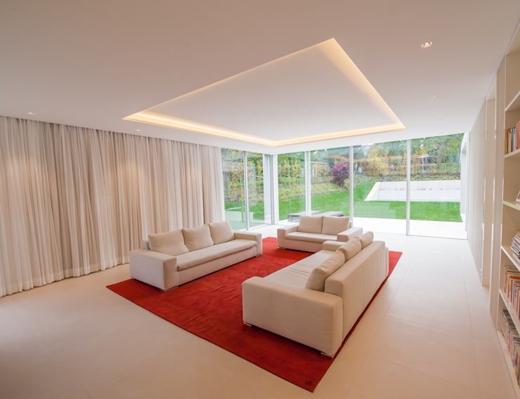 EINFAMILIENHAUS KLOSTERNEUBURG | AUT:  Wohnzimmer von Moser Architects