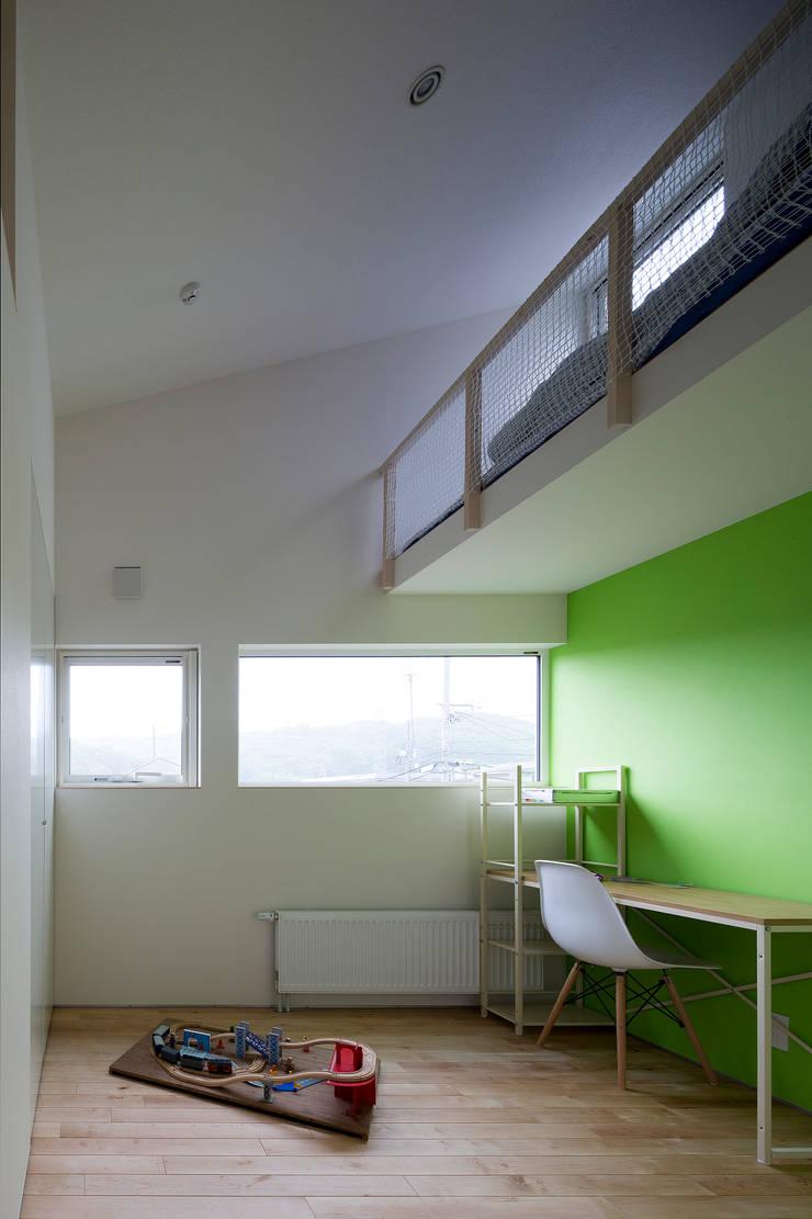 子供部屋: 一級建築士事務所 Atelier Casaが手掛けた書斎です。