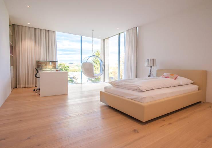 EINFAMILIENHAUS KLOSTERNEUBURG | AUT:  Schlafzimmer von Moser Architects