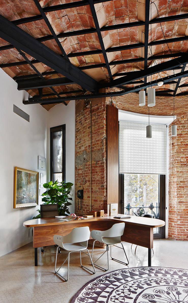 FELICES creative consultancy: Oficinas y Tiendas de estilo  de FiS interiorismo
