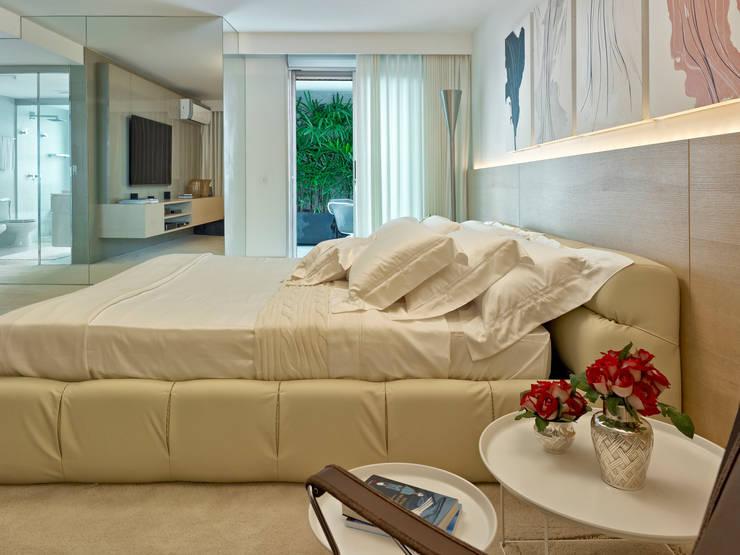 Dormitorios de estilo clásico por Anaíne Vieira Pitchon Arquitetura e Interiores