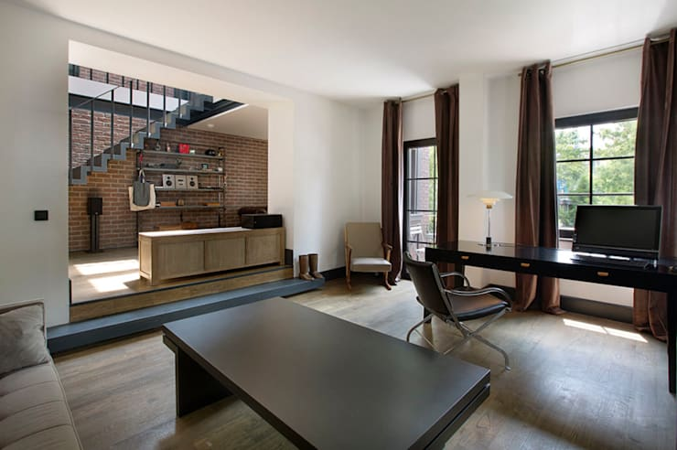 Udesign Architecture – Levent Villa: endüstriyel tarz tarz Çalışma Odası