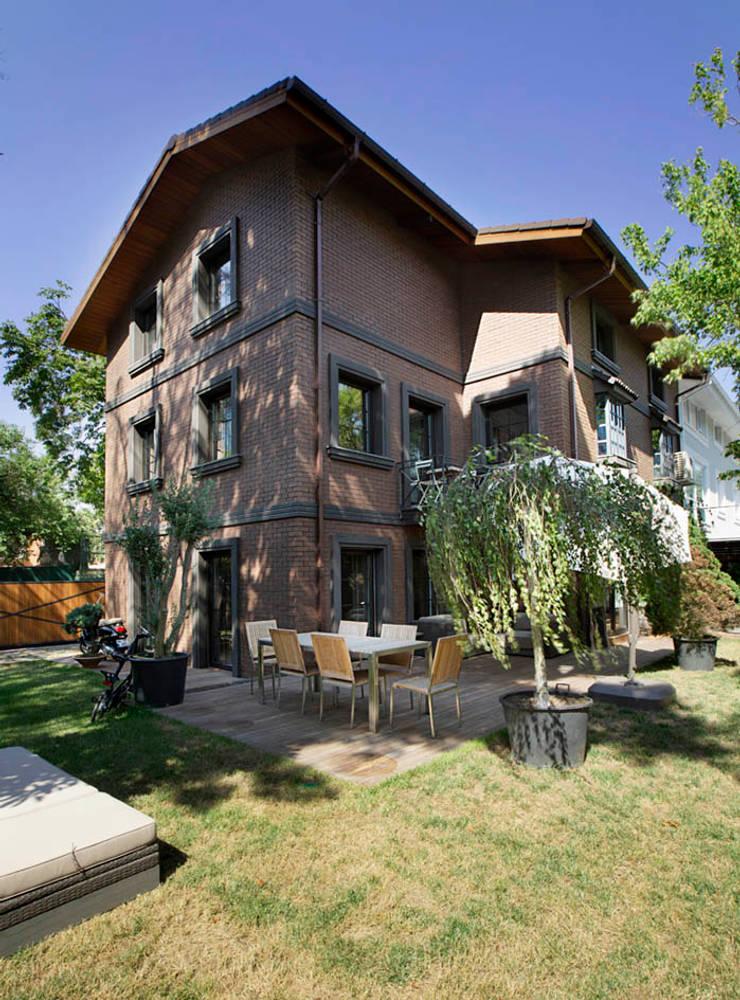 Udesign Architecture – Levent Villa:  tarz Bahçe, Endüstriyel