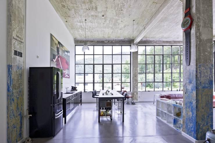 Loft-Küche:  Küche von Hauser - Architektur