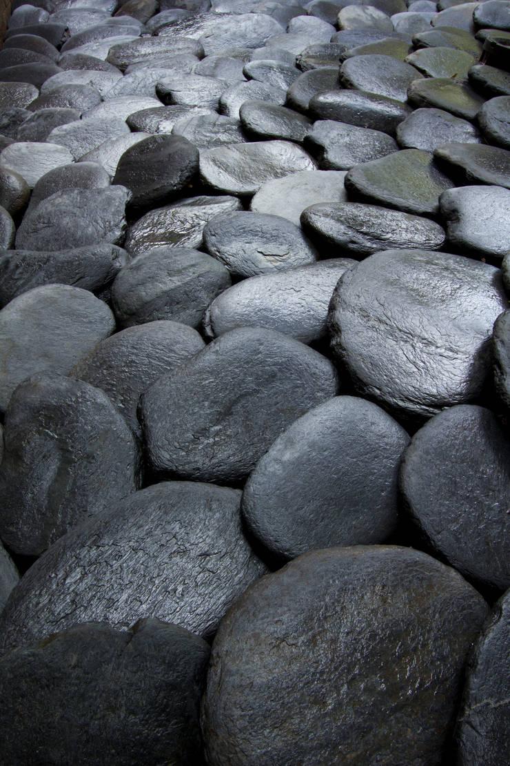 Pedra Hitam: Lojas e imóveis comerciais  por Palimanan Revestimentos Naturais,Moderno