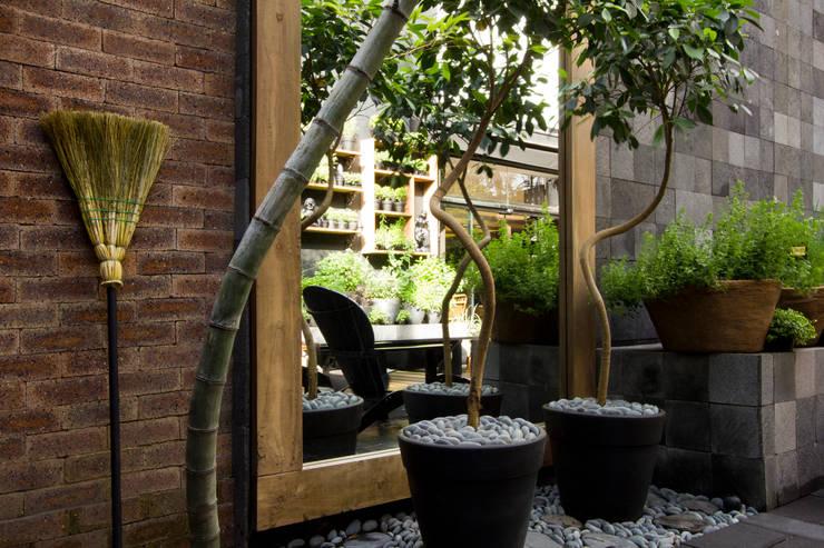 Oficinas y Tiendas de estilo  por Palimanan Revestimentos Naturais