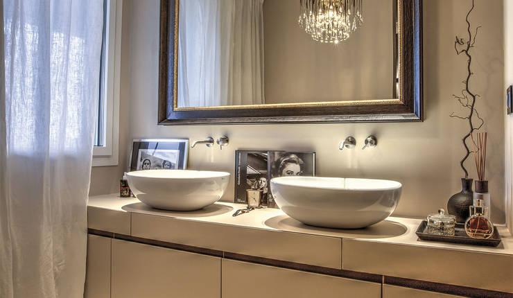 bagno privato camera padronale: Bagno in stile in stile Moderno di cristina zanni designer