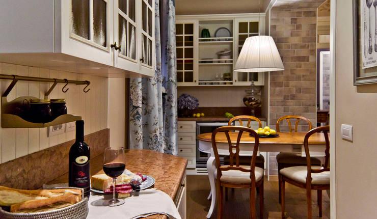 La provenza Italiana - Design degli interni della Villa a Rapallo: Cucina in stile in stile Mediterraneo di NG-STUDIO Interior Design