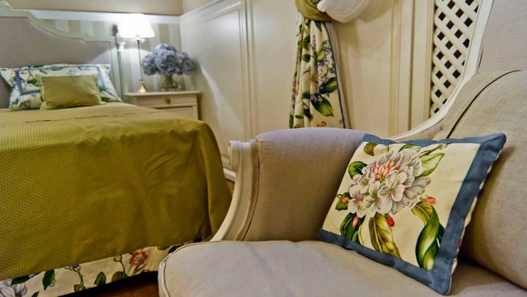 La provenza Italiana - Design degli interni della Villa a Rapallo: Camera da letto in stile in stile Mediterraneo di NG-STUDIO Interior Design