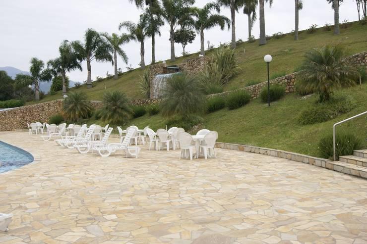 São Tomé Irregular: Hotéis  por DECOR PEDRAS PISOS E REVESTIMENTOS