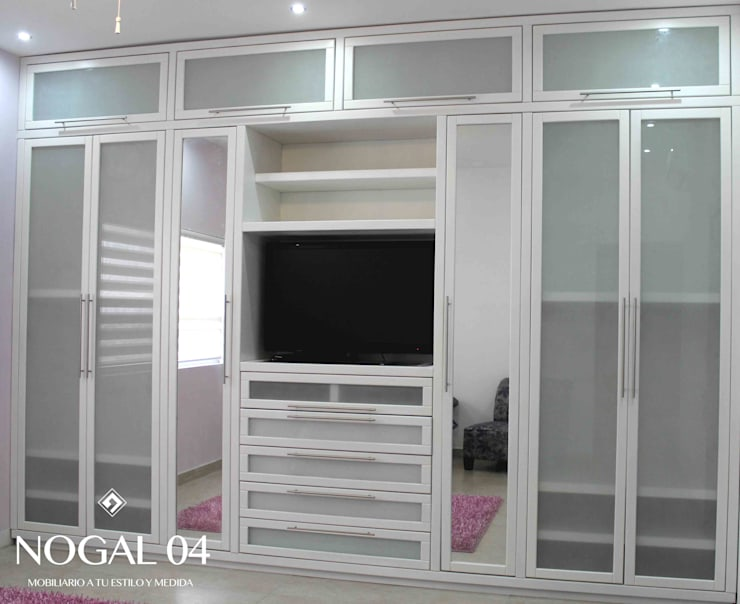 Walk in closet de estilo  por Nogal 04