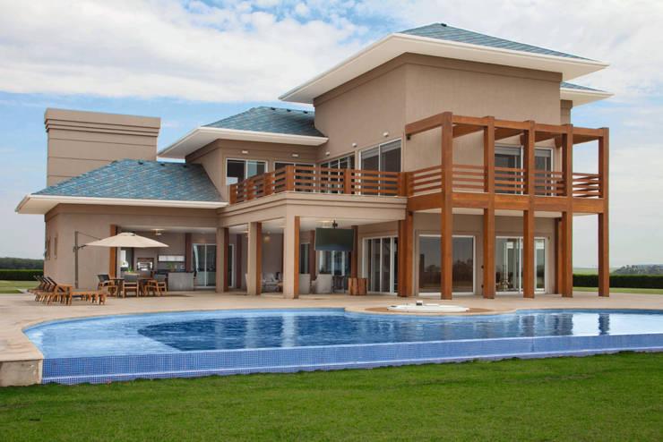 INSPIRAÇÃO AMERICANA: Casas modernas por STUDIO A2 -ARQUITETURA-INTERIORES-PAISAGISMO