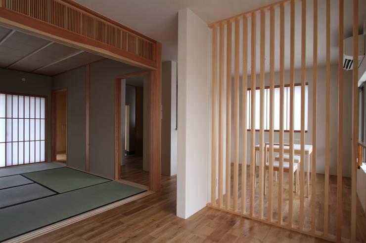 薬師二丁目住宅: 一級建築士事務所 艸の枕が手掛けたダイニングです。