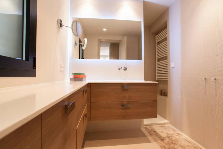 Interiorismo, C/ Cronista Cabreres e Ballester: Baños de estilo  de Estatiba construcción