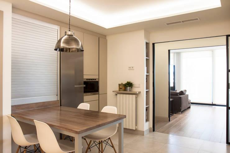 Interiorismo, C/ Cronista Cabreres e Ballester: Cocinas de estilo  de Estatiba construcción