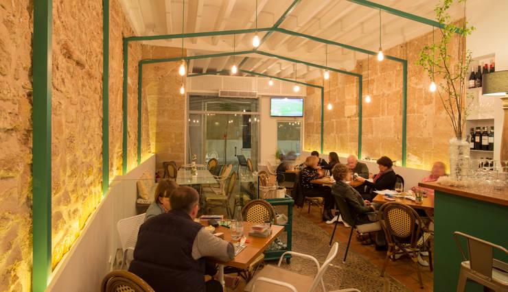 BAR – TAPAS <q> CAN PINXET </q>  MALLORCA : Edificios de oficinas de estilo  de felip polar