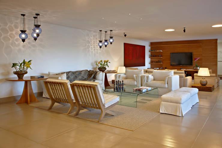Salas/Recibidores de estilo  por Anaíne Vieira Pitchon Arquitetura e Interiores