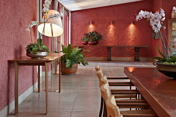 Haras Sahara: Varanda, alpendre e terraço  por Anaíne Vieira Pitchon Arquitetura e Interiores