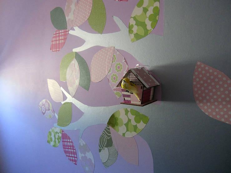particolare decorazione a parete: Stanza dei bambini in stile  di studio radicediuno