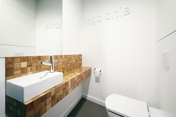 WNĘTRZE DOMU POD ŁODZIĄ: styl , w kategorii Łazienka zaprojektowany przez BASK grupa projektowa
