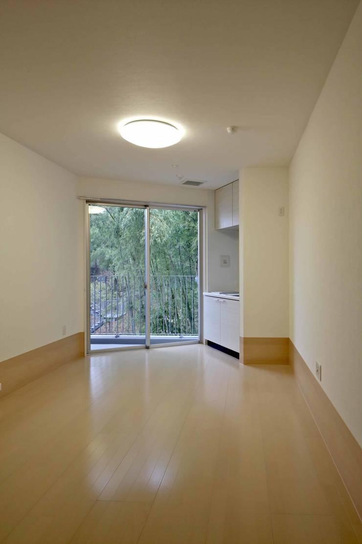 ワンルーム20㎡タイプ: 株式会社ヨシダデザインワークショップが手掛けた寝室です。,モダン