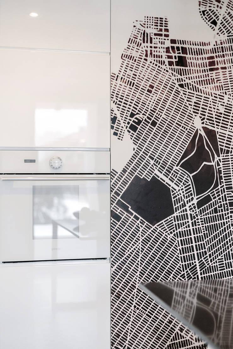 WNĘTRZE DOMU POD ŁODZIĄ: styl , w kategorii Kuchnia zaprojektowany przez BASK grupa projektowa