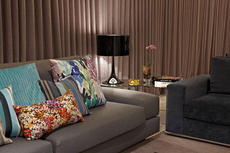Salas/Recibidores de estilo  por Andréa Buratto Arquitetura & Decoração