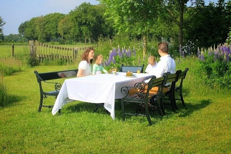 Personaliseer je tuinmeubel /  klassiek genieten / samen genieten:   door Gardeluxe, Klassiek