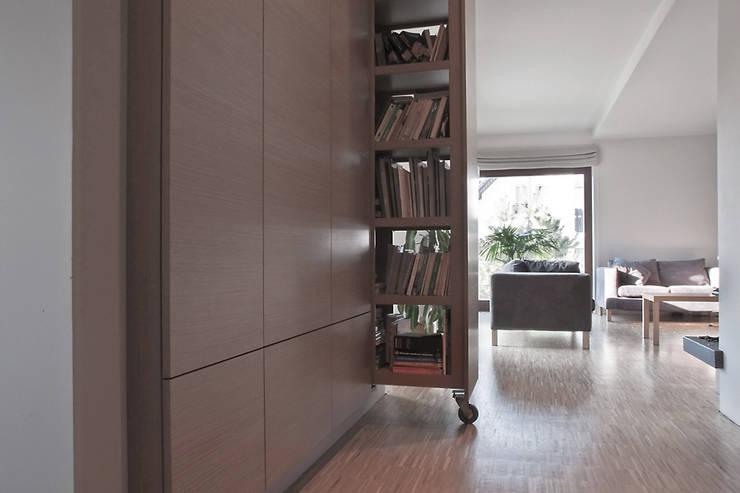 Hol: styl , w kategorii Korytarz, przedpokój zaprojektowany przez Konrad Idaszewski Architekt