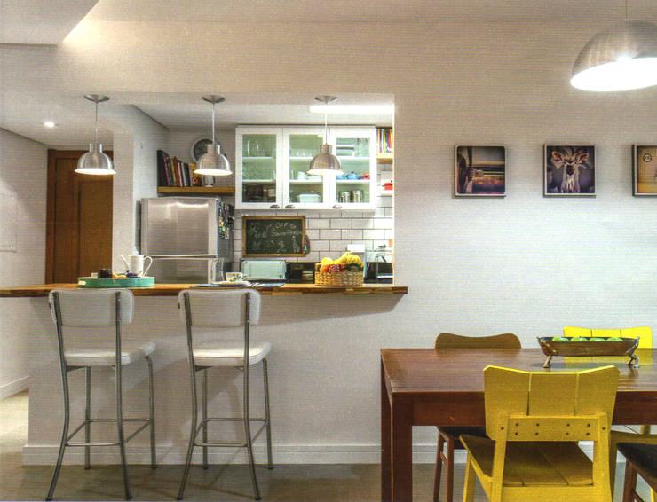 Cozinha Verde: Salas de jantar  por Red Studio,