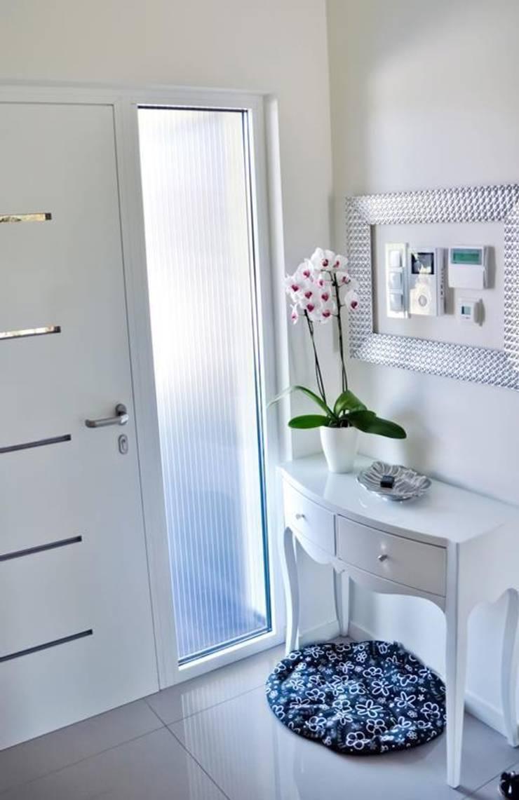 Dom w Amarantusach : styl , w kategorii Łazienka zaprojektowany przez Abakon sp. z o.o. spółka komandytowa