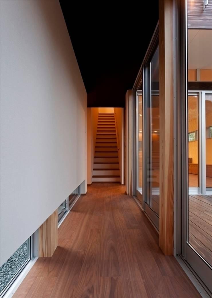 走廊 & 玄關 by Y.Architectural Design, 現代風