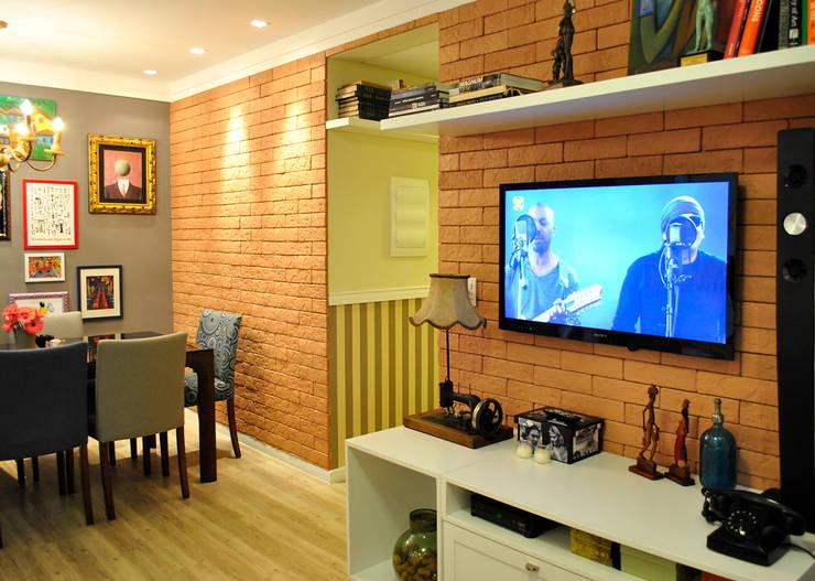 Sala tijolinhos: Salas de estar modernas por Red Studio