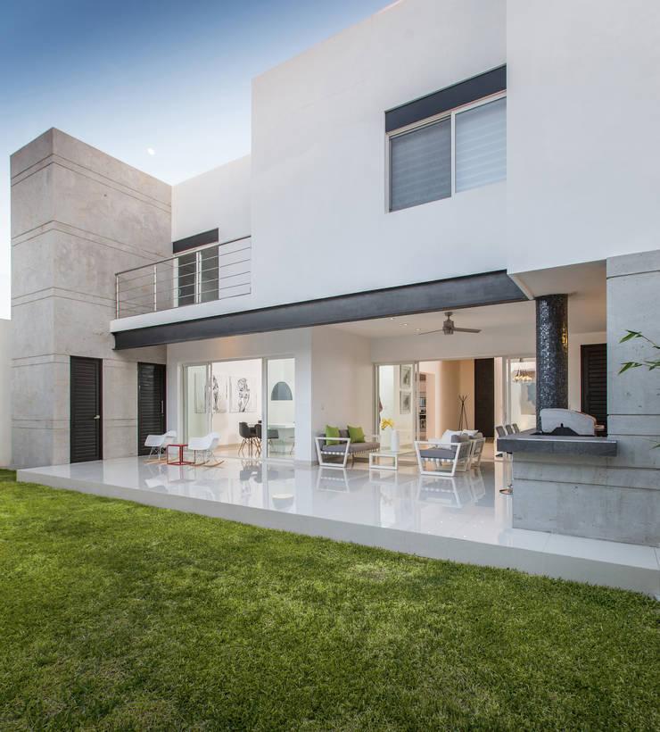 CASA RR8: Casas de estilo  por Grupo Arsciniest, Moderno