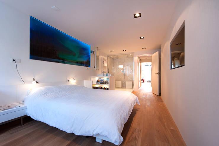 Modern interieur Amsterdam oud-zuid:  Slaapkamer door Het Ontwerphuis