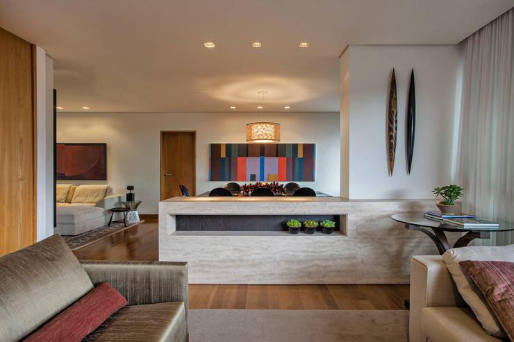 Salas de Estar / Jantar: Salas de estar  por Lage Caporali Arquitetas Associadas