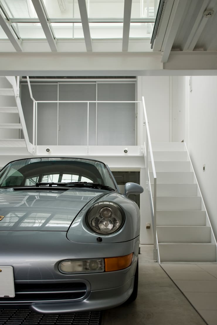 Home to live with Porsche: Kenji Yanagawa Architect and Associatesが手掛けた家です。
