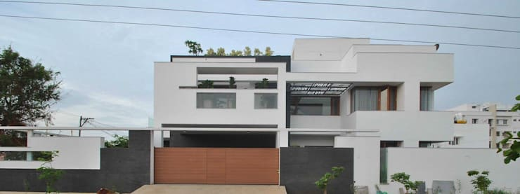 Mr & Mrs Pannerselvam's Residence:  Houses by Muraliarchitects