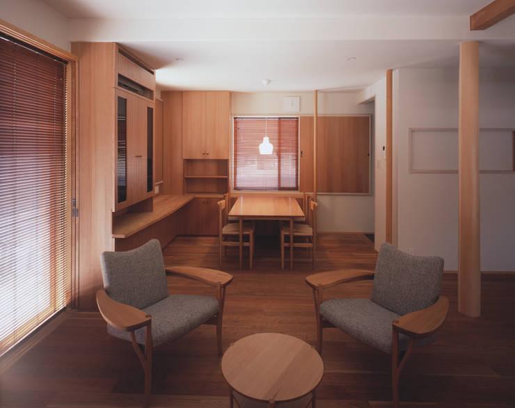 リビング2 北欧デザインの リビング の 矩須雅建築研究所 北欧