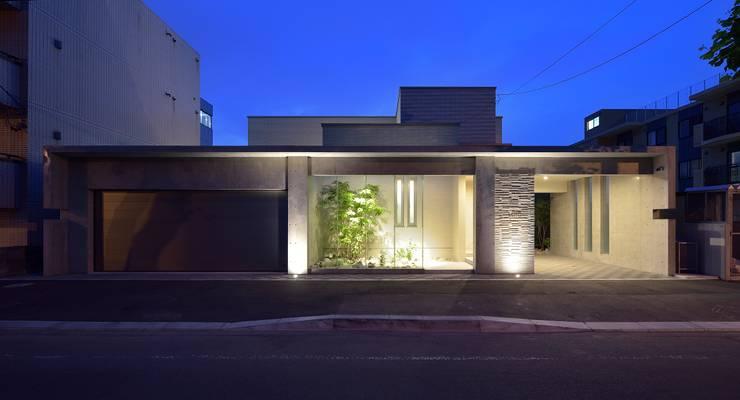 夜の山鼻の家: 株式会社スター・ウェッジが手掛けた家です。