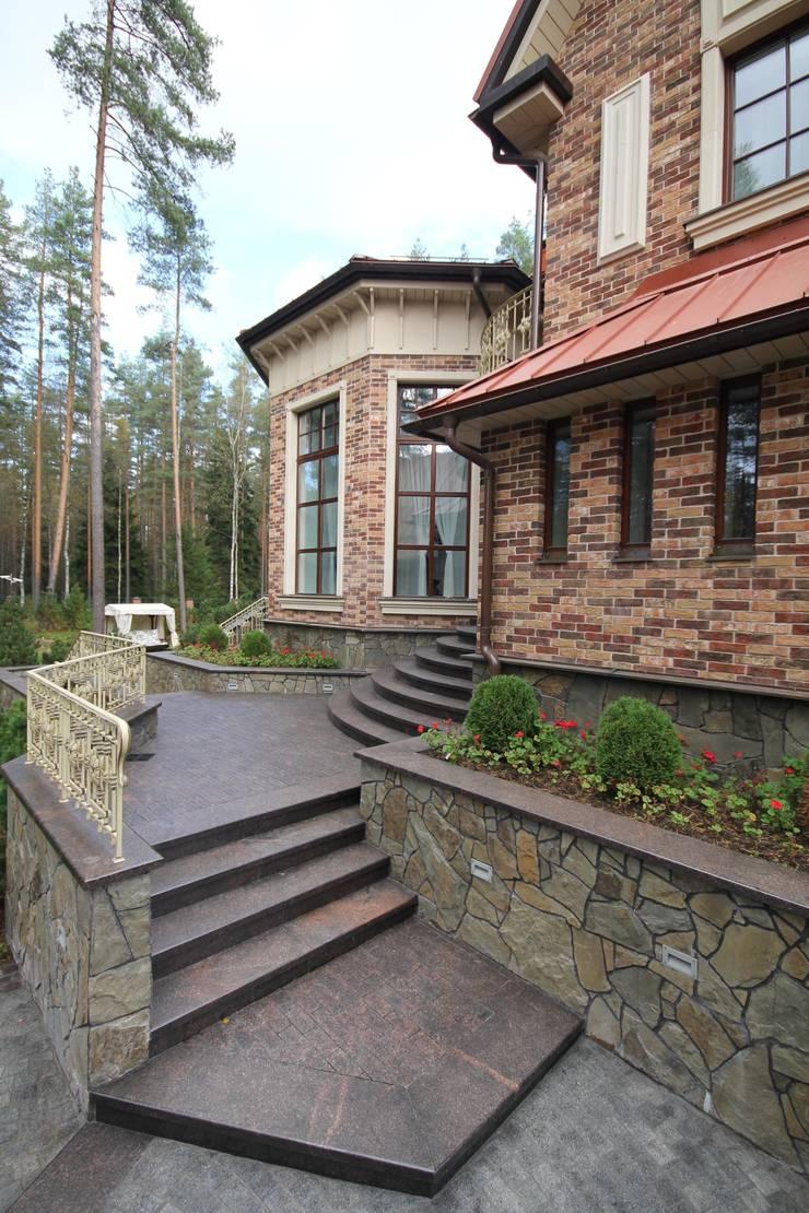 Жилой дом: Дома в . Автор – Студия дизайна Сергея Кривошеева, Классический