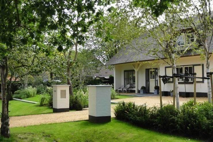 ENTREE:  Tuin door Buro Ruimte & Groen
