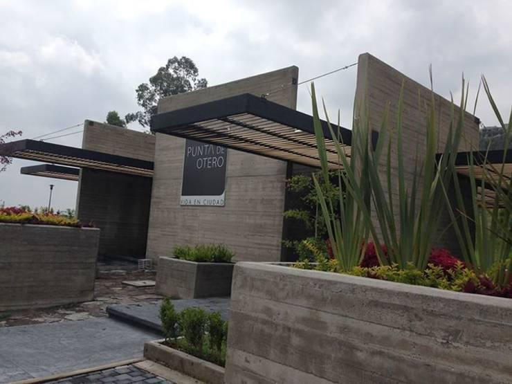 Pergolas con WPC Innover: Casas de estilo  por Grupo Boes