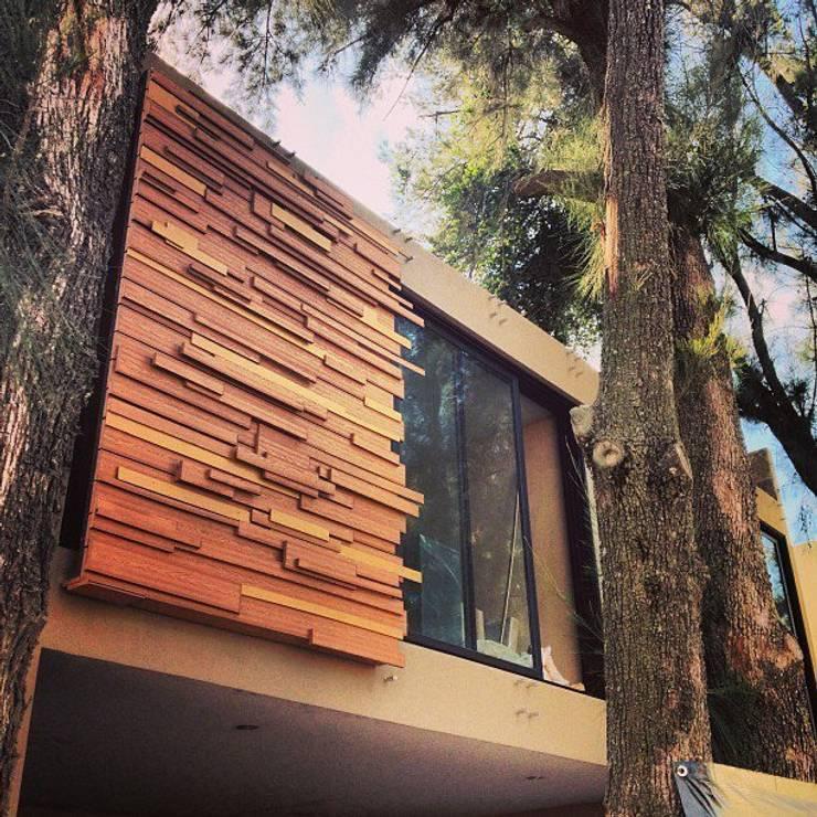 Fachadas de madera WPC Innover: Casas de estilo  por Grupo Boes