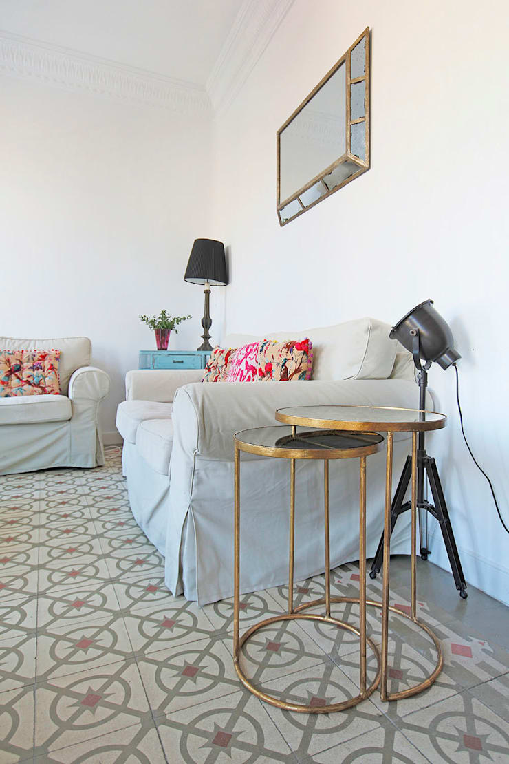 Detalle de uno de los rincones del salón.: Salones de estilo  de Vade Studio SC