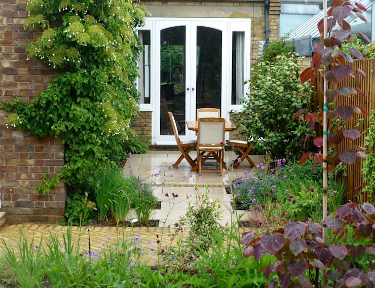Small Traditional Garden for Victorian House:  Garden by Garden Arts