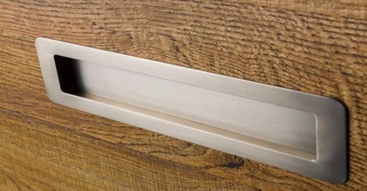 Tirador integrado Low, elegante simplicidad: Cocina de estilo  de Viefe