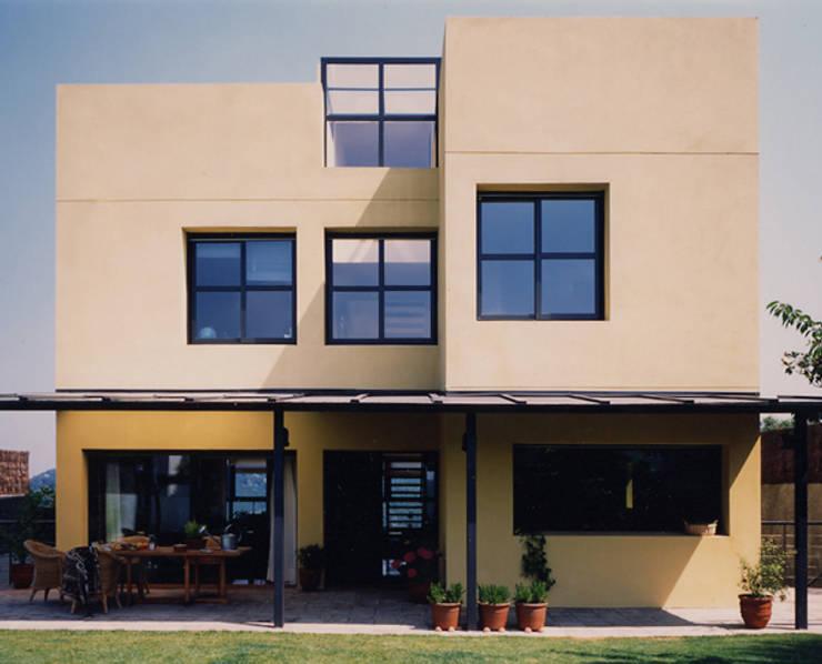 CASA H: Casas de estilo  de zazurca arquitectos